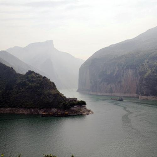 重庆彭咏梧烈士陵园斜挂式升降机