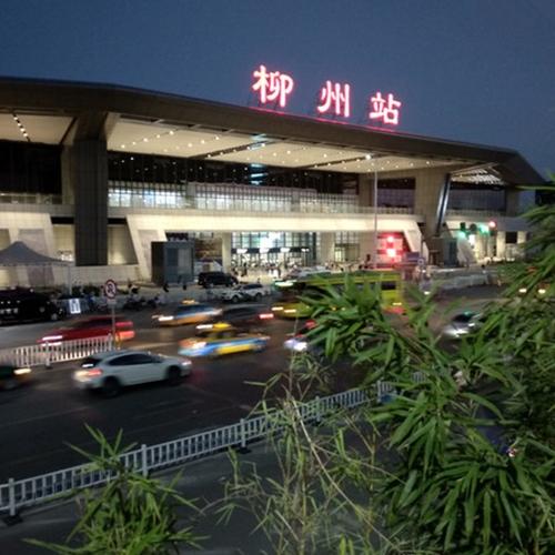 柳州市火车站斜挂式无障碍升降平台